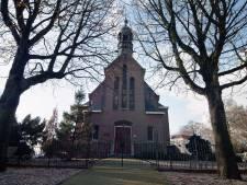 Bij de Hervormde kerk van Aarlanderveen verrijzen straks woningen en appartementen