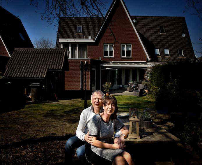 Horeca-echtpaar Hugo Molleman en Yolanda Klomp uit Helmond zit thuis met corona en drie dichte zaken.