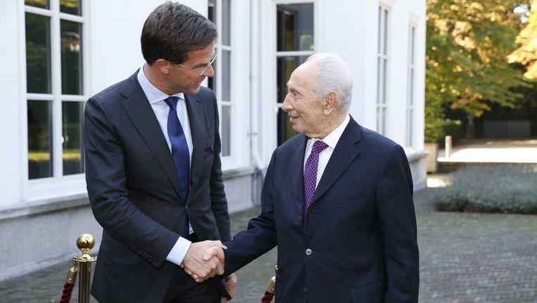 De Israelische president Shimon Peres wordt door premier Mark Rutte ontvangen bij het Catshuis. Beeld anp