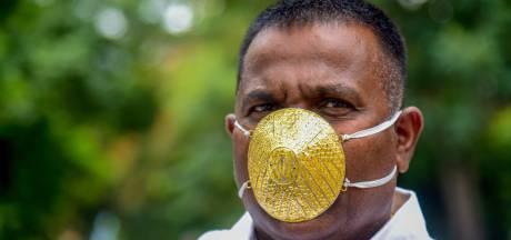 Il se pavane avec son masque anti-Covid en or