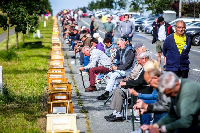 788 vinkeniers op een rijtje aan de Provinciebaan.