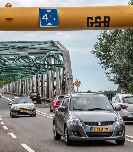 Rover baalt van brug bij Grave: 'Laat auto's desnoods wachten voor een stoplicht'