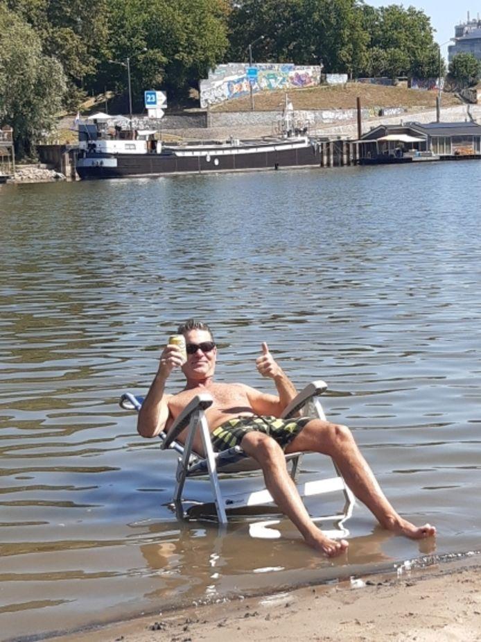 Ronnie van Roekel geniet aan de Rijn in Arnhem