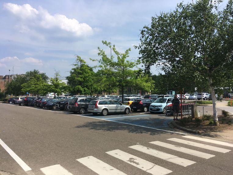 Onder meer aan de ontharding van parking Centrum wordt gedacht.