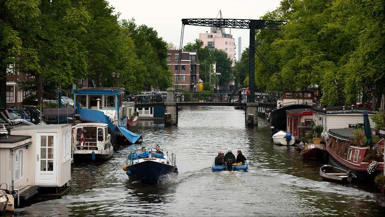 De vaarsnelheid in de Amsterdam grachten gaat omlaag. Beeld anp
