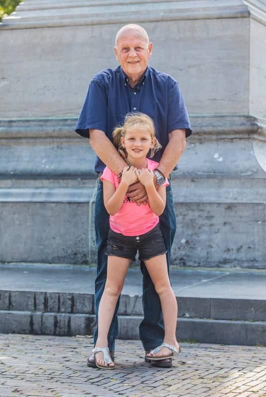 Leo van der Velde met kleindochter Rachel.Voor rubriek Lieve Rachel.(Den Haag 26-06-19) Foto:Frank Jansen