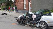 Bestuurder in levensgevaar na crash tegen gevel