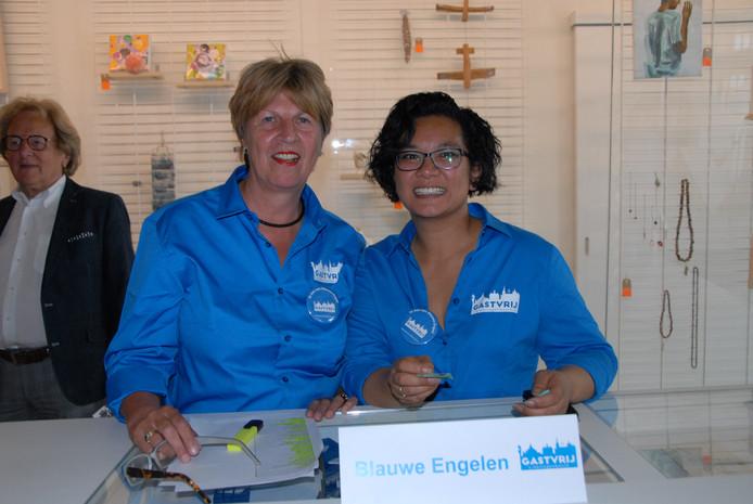 Twee vrolijke en gastvrije Blauwe Engelen