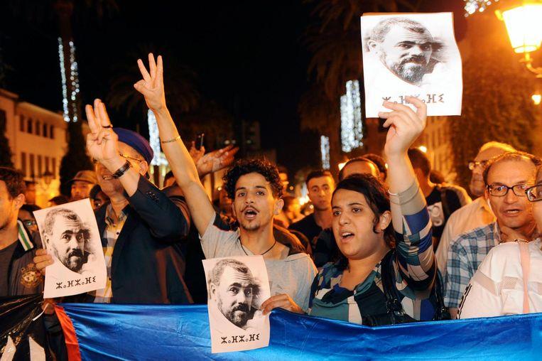 Demonstranten tonen afbeeldingen van protestleider Nasser Zafzafi Beeld epa