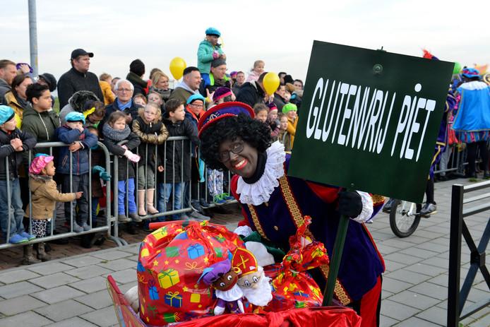 Sint krijgt onder meer in Tiel hulp van Glutenvrije Piet.