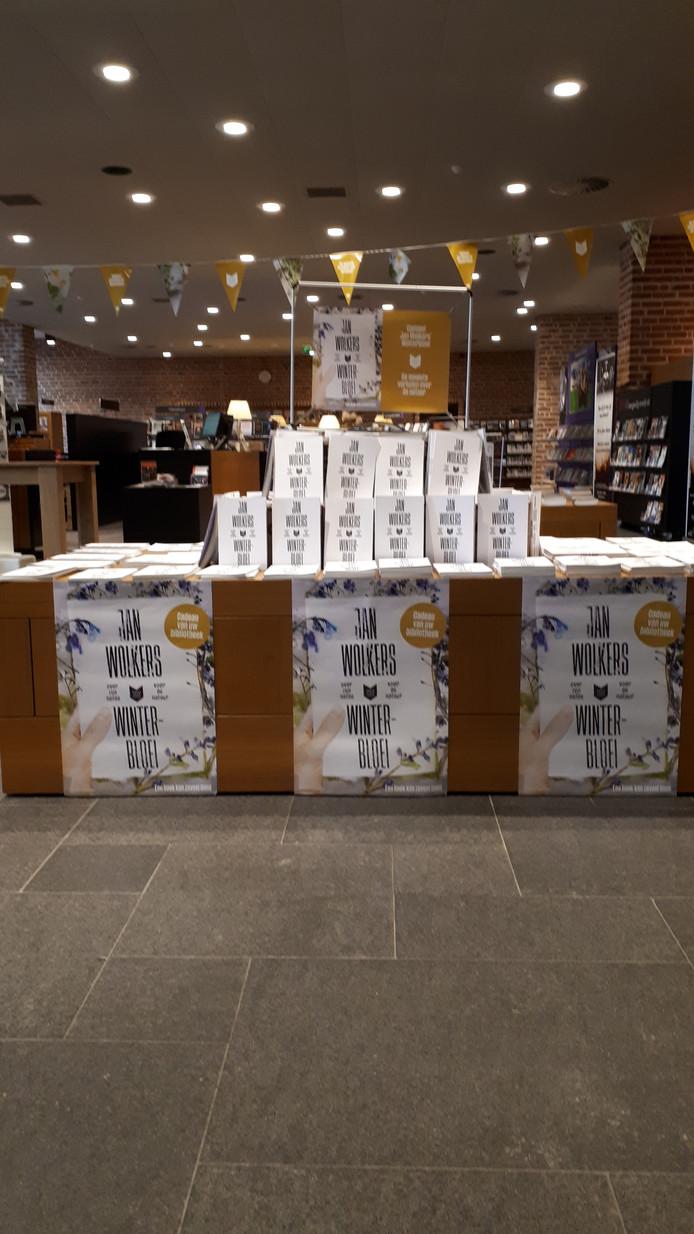 In de ZINiN Bibliotheek in het Huis voor Cultuur en Bestuur in Nijverdal is deze maand het boek Wintergroei met verhalen over de natuur van Jan Wolkers gratis af te halen.