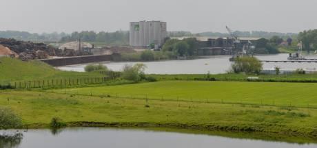 Meer houtopslag langs de Rijn bij Marsdijk, maar het uitzicht blijft hetzelfde