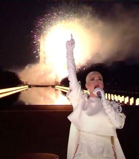 "Katy Perry chante son tube ""Firework"" lors de la soirée d'inauguration"