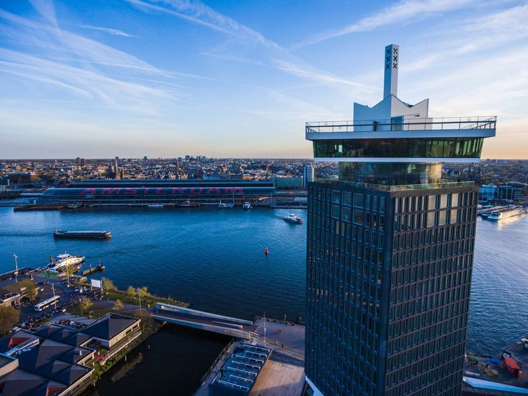 Deze foto is helemaal niet bewerkt: Amsterdam en de ADAM Toren zijn gewoon echt zo mooi. Beeld -