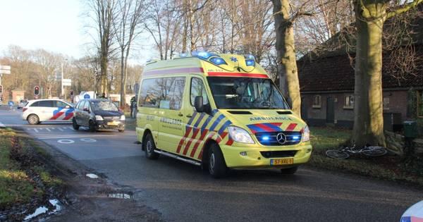 Fietser gewond na aanrijding met auto in Laren.