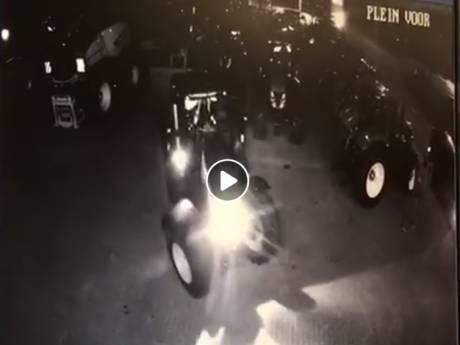 Dit zijn de camerabeelden van de kostbare tractor die in Holten werd gestolen