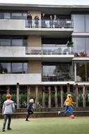 De rechter bezocht basisschool De Buut en de appartementen om een indruk te krijgen.