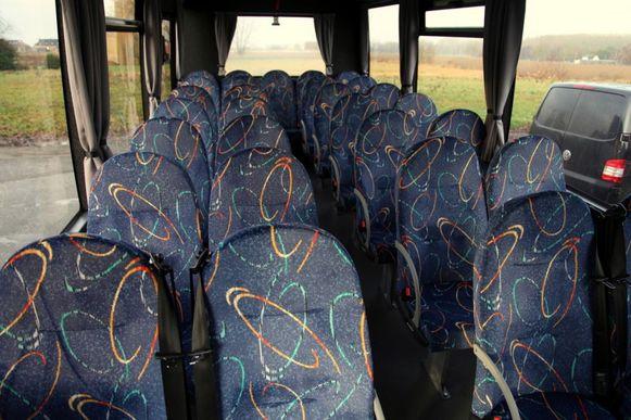 De bus biedt plaats aan 34 leerlingen.