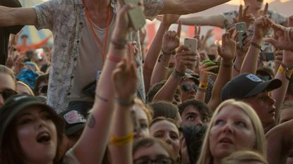 Tiener sterft in tent op camping Reading Festival