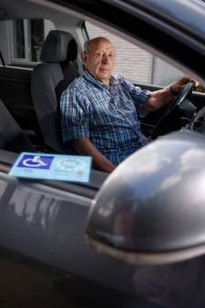 Chauffeur van 93 kan vernedering niet verkroppen: Oisterwijk bleef hem een parkeerkaart weigeren