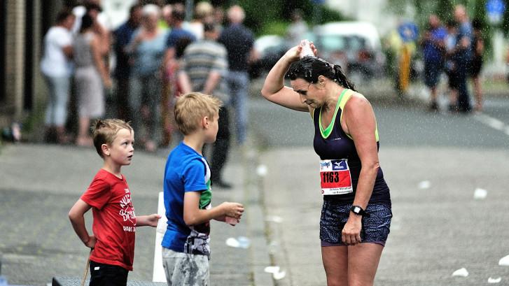 Advies organisatie Enschede Marathon: drink genoeg en veel