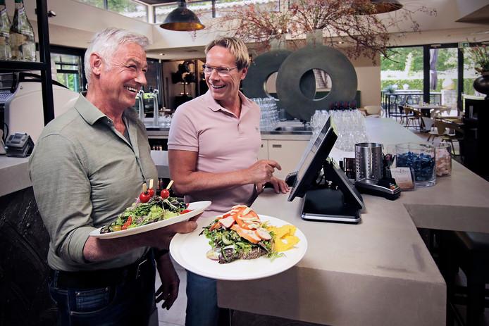 Herman Vissers (links) en partner Mark Loeffen bij het populaire Pan&Zo in Herpen.