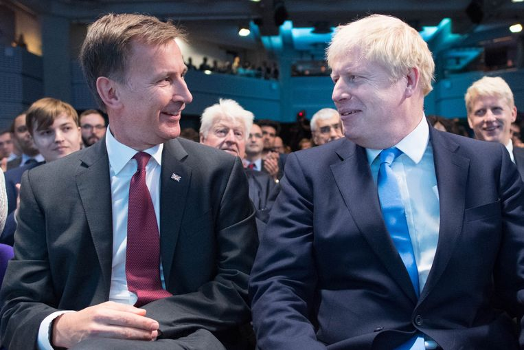 Jeremy Hunt (L) en Boris Johnson (R). Beeld EPA