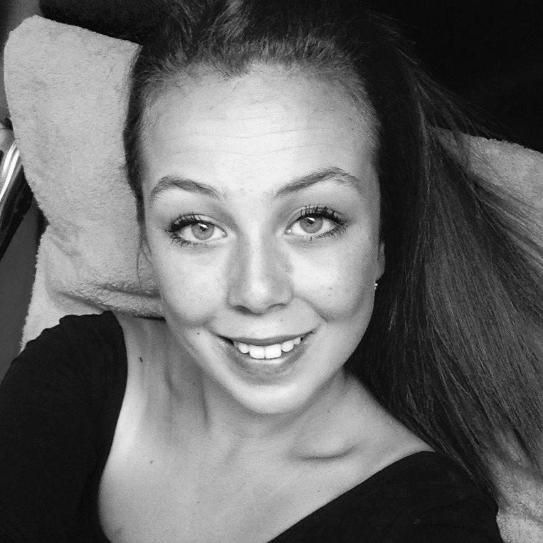 Julie Daivier kwam om het leven nadat ze werd gegrepen door een bestelwagen in de Gistelsesteenweg in Stene.
