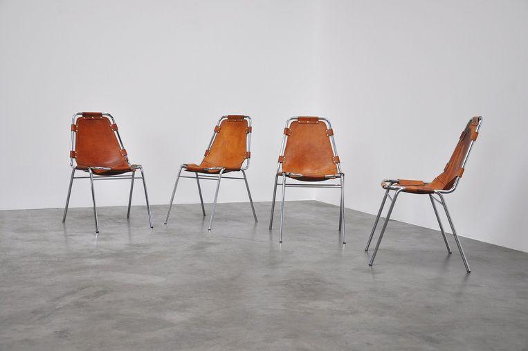 Les Arcs heet deze stoel toepasselijk. Hij werd ontworpen in 1970 door Charlotte Perriand. Beeld MidMod - Showroom