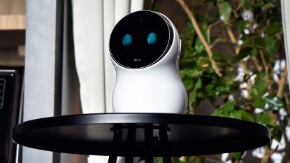 Deze slimme robot krijgt podiumvrees en zet presentator in zijn hemd