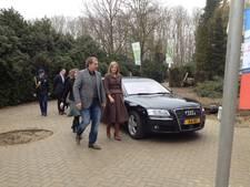 Koningin Maxima bezoekt windpark langs A15 en praat met omwonenden
