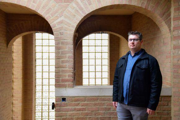 """Oud-leerlinge Koen D'Hooge liet de kans om de Abdijschool nog eens te bezoeken, nadat hij er jaren geleden op internaat zat, niet liggen. """"Pure nostalgie"""", zegt hij."""