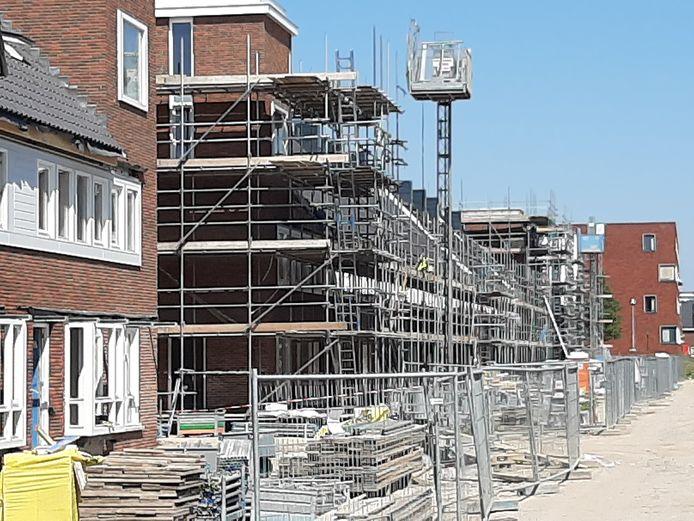 In de nieuwbouwwijk Berckelbosch in Eindhoven wordt in allerlei fasen gewerkt aan woningen.