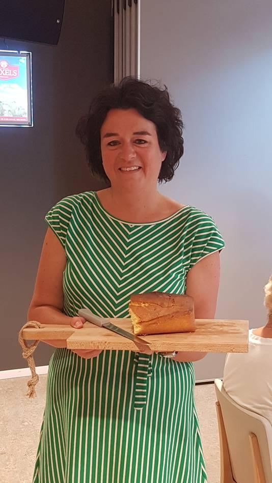 Sietske van Iersel bakte verse cake voor de heropening.