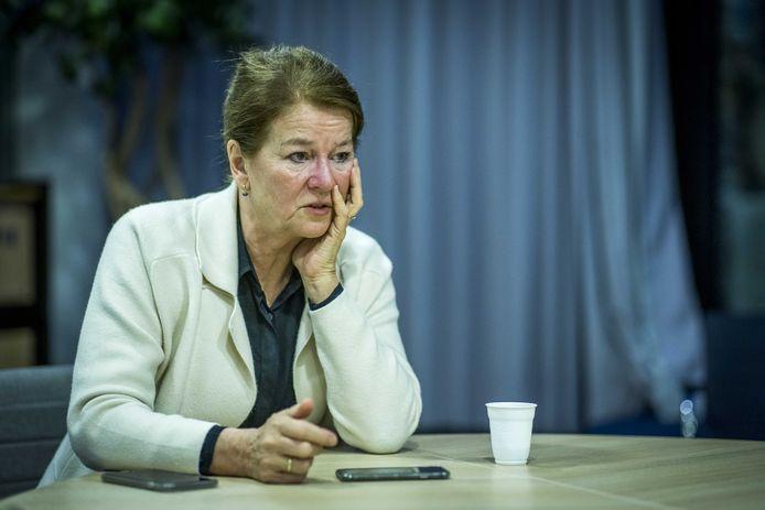 Burgemeester Annemarie Penn-te Strake van Maastricht staat telefonisch de pers te woord over een demonstratie van Kick Out Zwarte Piet (KOZP).
