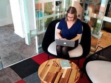 Het kantoor van de toekomst: geleasete tafels en tapijttegels