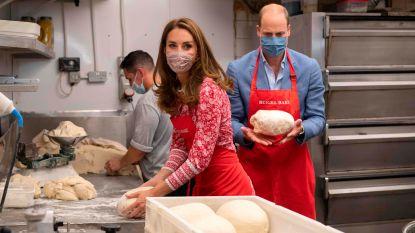 IN BEELD. William en Kate bakken zelf bagels tijdens koninklijk bezoekje
