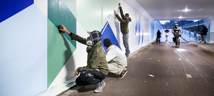 Het aanbrengen van het graffitikunstwerk in de Schijndelse fietstunnel werd eind 2016 stilgelegd. De verf bleef niet zitten.
