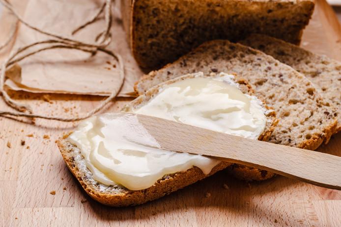 Als je minder koolhydraten zoals brood neemt, heb je steeds minder calorieën nodig waardoor het moeilijker wordt om af te vallen.
