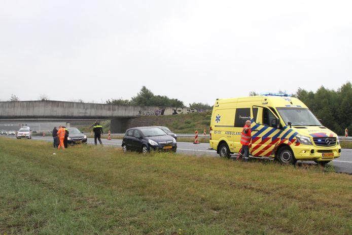 Zaterdagmiddag is er een kop-staartbotsing geweest op de A1. Eén persoon is met onbekend letsel naar het ziekenhuis gebracht.