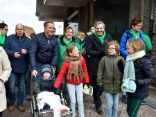 CDA-partijleider Buma en vicepremier De Jonge op campagne in Gouda