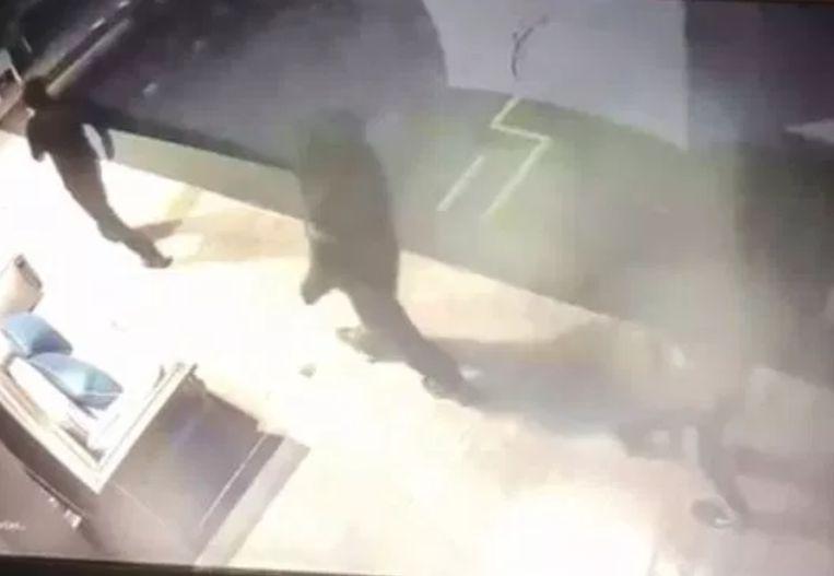 De inbrekers werden op camerabeelden vastgelegd.