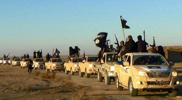 Een konvooi van Islamitische Staat. Beeld null