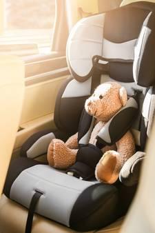 Baby overlijdt na uren in snikhete auto in Ierland
