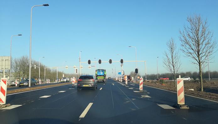 Vanaf deze woensdag in gebruik: het nieuwe kruispunt Van Elkweg-Houtakker-Baalsestraat