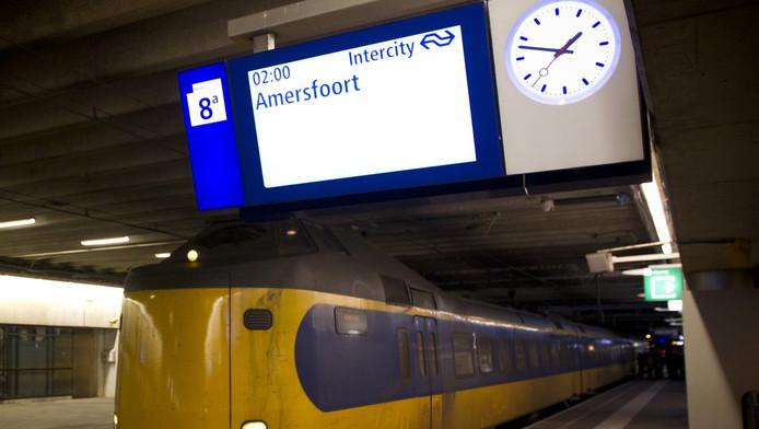 De nachttrein vlak voor vertrek naar Amersfoort.