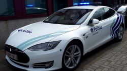 """Krijgt politie derde Tesla (130.000 euro)?: """"Onverantwoord in deze tijden"""""""