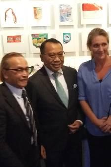 Ambassadeur Indonesië opent expositie zinkend Jakarta in Watersnoodmuseum