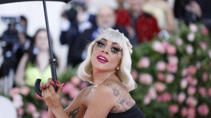Lady Gaga in ziekenhuis voor röntgenfoto's na lelijke val van het podium