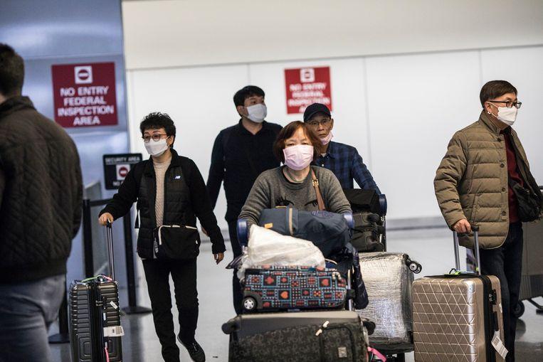 Aziatische reizigers op de luchthaven van Californië.